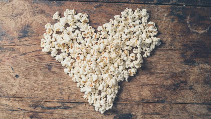 Superfoods Popcorn Recipe With Cheesy Kale Crumbles