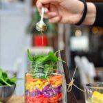 Rainbow Salad in a Jar | Easy Lunch On The Go | WorldofVegan.com | #salad #lunch #vegan #masonjar #zerowaste #quinoa #budget